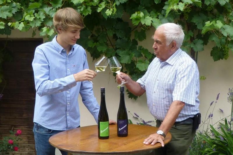 Anton Schneeweiß mit Enkel Moritz
